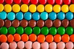 Farbige, runde Schokoladensüßigkeiten Stockfotos