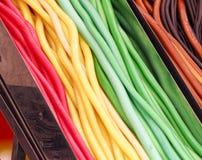 Farbige Süßigkeiten; Weingummi im Abschluss oben; Bonbons am Funfair; lizenzfreie stockfotografie