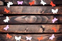 Farbige Schmetterlinge aus Papier heraus Lizenzfreies Stockfoto