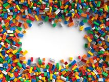 Farbige Spielzeugziegelsteine mit Platz für Ihren Inhalt Stockbilder