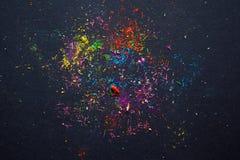 Farbige Splitter vom Ausschnittstift Stockbild