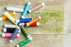 Farbige Spulen der Gewinde Stockbilder