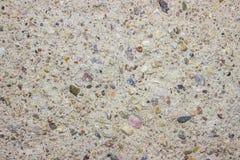 Farbige Steine im Zement (können als Hintergrund verwendet werden) Stockfotos