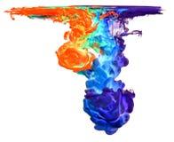 Farbige Tinte im Wasser, das abstrakte Form schafft Lizenzfreie Stockfotos