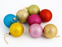 Farbige Weihnachtskugeln Stockbilder