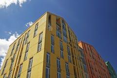 Farbige Wohngebäude Stockbilder
