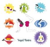 Farbige Yoga Haltungen und chakras eingestellt Lizenzfreie Stockfotos