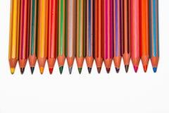 Farbige Zeichenstifte mit Textraum auf Unterseite Stockfoto