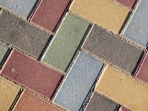Farbige Ziegelsteinpflasterung Stockfotos