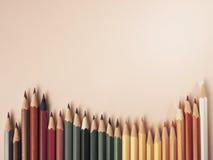 Farbiger Bleistift auf Papierhintergrund für Zeichnungsfarbkreis Stockbilder