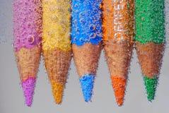 Farbiger Bleistift mit vielen Luftblase Stockfotografie