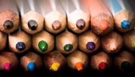 Farbiger Bleistifthintergrund Zusammenstellung von farbigen Bleistiften, Farbe Lizenzfreie Stockfotos