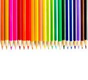 Farbiger Bleistiftregenbogen auf weißem Hintergrundabschluß oben Lizenzfreies Stockbild