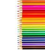 Farbiger Bleistiftregenbogen auf weißem Hintergrundabschluß oben Stockfotografie