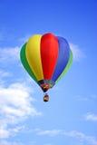 Farbiger Heißluftballon Lizenzfreie Stockfotos