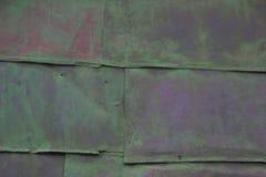 Farbiger Hintergrund alte rostige grüne Metalloberfläche Beschaffenheit von Sprüngen Lizenzfreie Stockfotografie