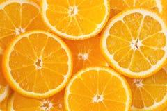 Farbiger Hintergrund mit orange Zitrusfrucht Stockbilder