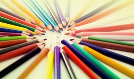 Farbiger Lügenkreis der Bleistifte Lizenzfreie Stockbilder