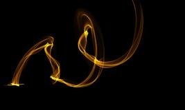 Farbiger Lichtenergie-Streifen auf schwarzem Hintergrund vektor abbildung