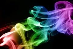 Farbiger Rauch auf Schwarzem Stockfoto