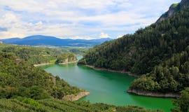 Farbiger See (künstlich) Lizenzfreie Stockfotografie