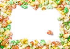 Farbiger voller Rand des Popcorns Stockfoto
