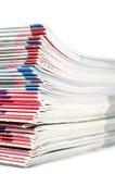 Farbiger Zeitschriftenstapel Stockfotografie