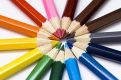 Farbiges Bleistiftrad. Bleistifte. Lizenzfreie Stockfotos