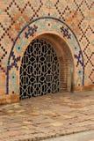 Farbiges Gitter im alten Tempel lizenzfreies stockbild
