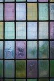 Farbiges Glasfenster mit Blockmusterhintergrund Stockfotografie