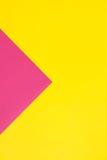 Farbiges Papier in der geometrischen flachen Zusammensetzung Stockfotografie