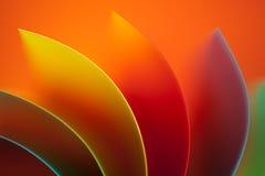 Farbiges Papier des Auszuges auf orange Hintergrund lizenzfreies stockfoto
