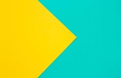 Farbiges Papier in einer geometrischen flachen Zusammensetzung Stockfotos