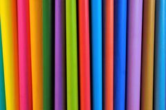 Farbiges Papier für Kreativität in Form von Blättern für das Schreiben stockfotografie