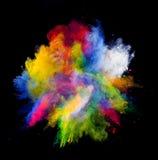 Farbiges Pulver auf schwarzem Hintergrund Lizenzfreie Stockfotografie