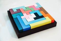 Farbiges Puzzlespiel im Flugschreiber Stockfotos