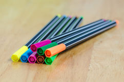 Farbmarkierungsstifte auf hölzerner Tabelle Lizenzfreie Stockfotos