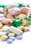 Farbpharmazeutische Pillen und -kapseln Lizenzfreies Stockfoto