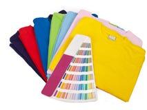 Farbskala und T-Shirts Lizenzfreie Stockbilder