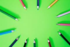 Farbstifte in den verschiedenen Farben Lizenzfreie Stockfotografie
