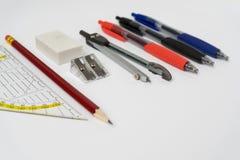 Farbstifte des gesetzten Quadrats des Bleistiftspitzer-Radiergummi-Bleistifts und Stockbild