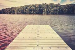 Farbstilisiertes Bild eines leeren Piers Lizenzfreies Stockfoto