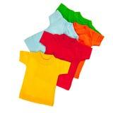 Farbt-shirts über Weiß Stockbilder