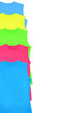 Farbt-shirts lokalisiert auf Weiß Lizenzfreie Stockbilder