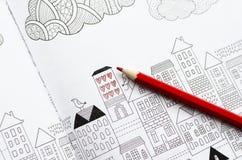Farbtonantidruck für Erwachsene und farbige Bleistifte Lizenzfreie Stockfotografie