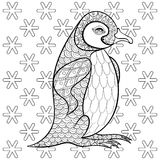 Farbtonseiten mit König Penguin unter Schneeflocken, zentangle Kranke Lizenzfreie Stockfotografie