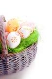 Farbujący easte jajka na trawie Zdjęcie Stock