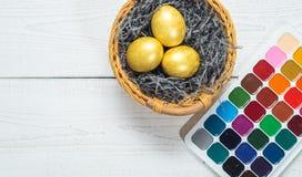 Farby i muśnięcia dla malować jajko wakacje wielkanoc Obrazy Stock