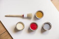 Farby i farby muśnięcie na białym papierze Obraz Stock