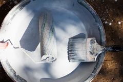 Farby muśnięcie i farba rolownik zdjęcie stock